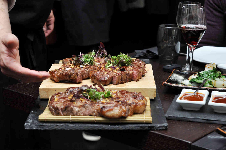 Quel couteau japonais pour couper la viande