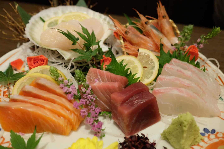 couteau japonais pour faire des sashimi