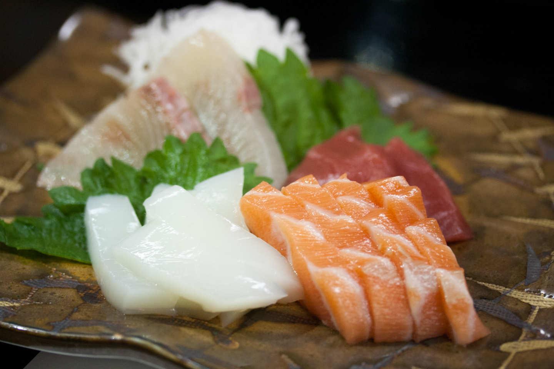 Couteau japonais pour préparer les sashimi